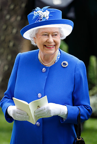 Фото №22 - Делайте ставки, господа: шляпки Королевы на Royal Ascot