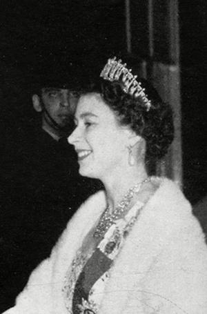 Фото №18 - Почему герцогиня Кембриджская так любит тиару «Узелки любви»