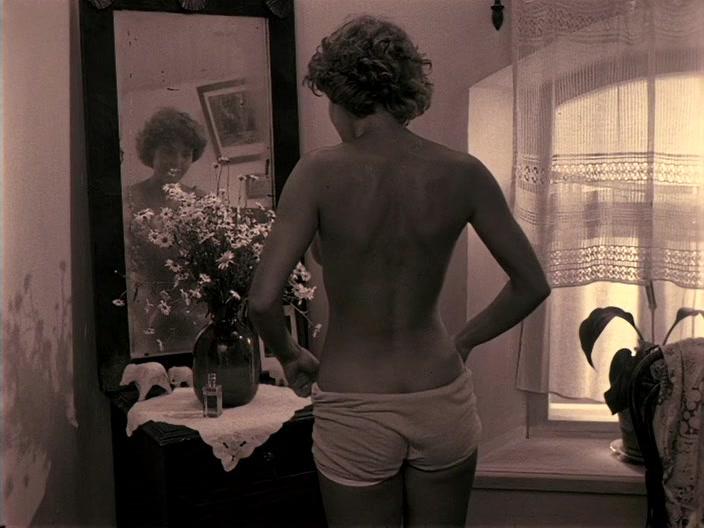 Фото №11 - «Тумбочку тряс ассистент, и еще один человек качал кровать»: как снимались откровенные киносцены в СССР