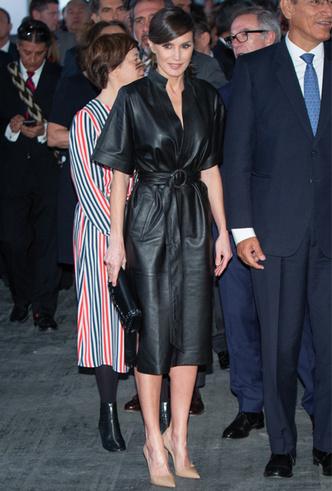Фото №4 - 10 стильных кожаных платьев, как у королевы Летиции