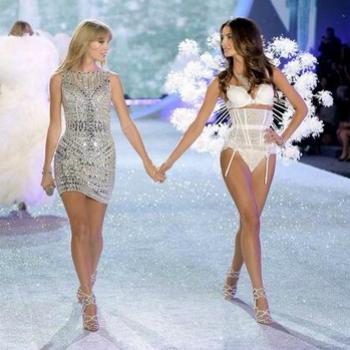 Тейолор Свифт на показе Victoria`s Secret