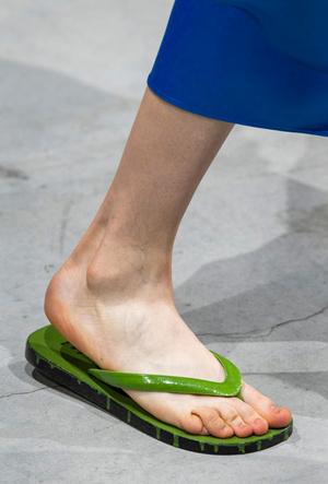 Фото №19 - Самая модная обувь весны и лета 2020: советы дизайнеров