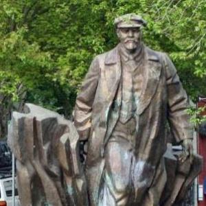 Фото №1 - Ленин переедет во Францию