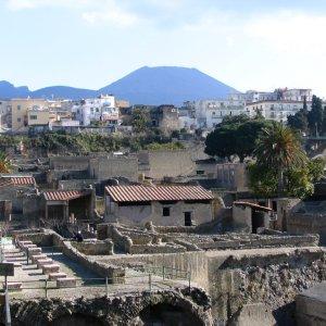 Фото №1 - Археологи найдут древнюю библиотеку Геркуланума