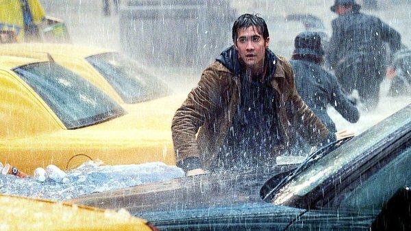 Фото №2 - 9 самых тупых поступков героев в фильмах-катастрофах