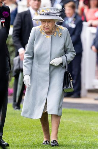 Фото №7 - Королева стиля: 5 образов Елизаветы II на Royal Ascot