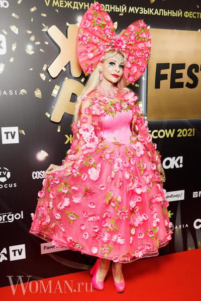 Фото №2 - Леопардовая пижама, бант-кокошник: самые спорные образы звезд на фестивале «Жара»
