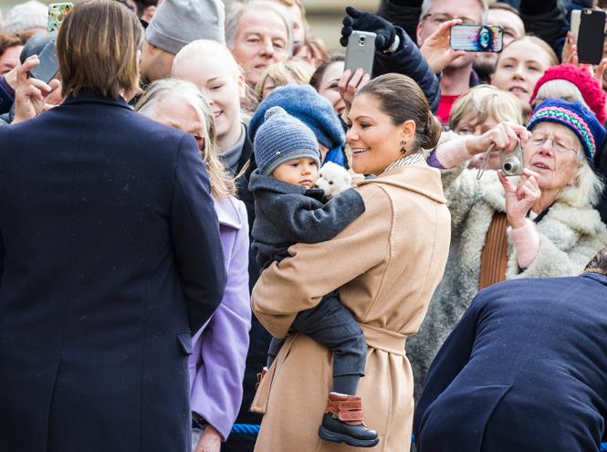 Фото №28 - Принц Оскар: два года в фотографиях
