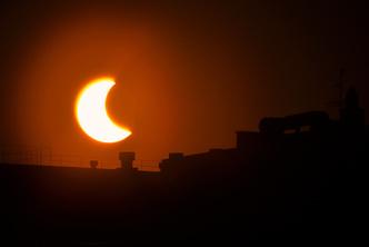 Фото №2 - Жители России наблюдали кольцеобразное затмение