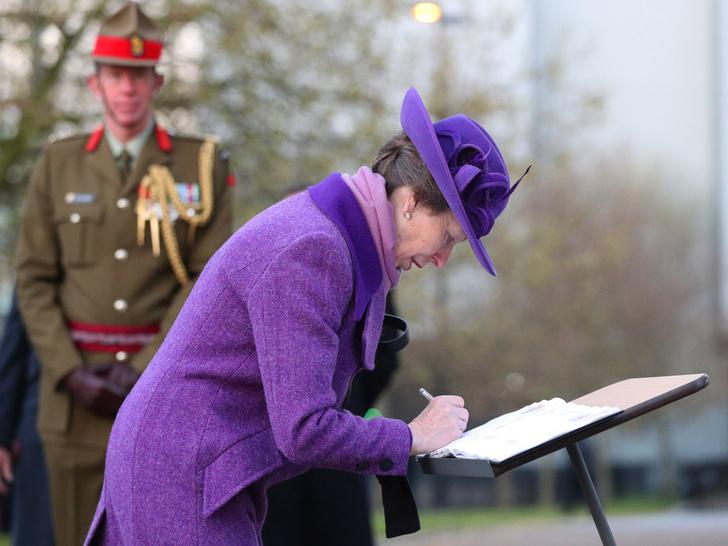 Фото №2 - Еще одно правило королевского протокола, которое нарушила принцесса Анна