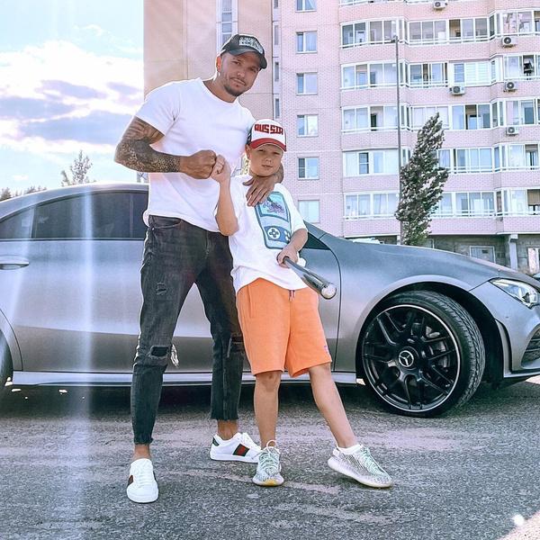 Фото №1 - «Пусть с детства рискует»: участник «Дома-2» посадил 8-летнего сына за руль