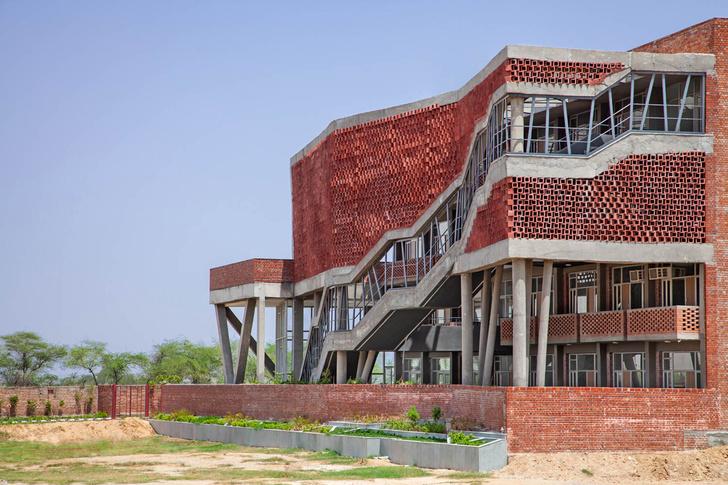 Фото №3 - Здание с нулевым потреблением энергии в Индии