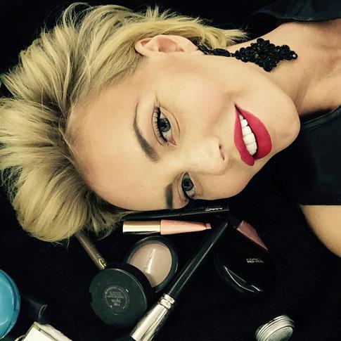 Фото №1 - Малиновская экспериментирует с париками