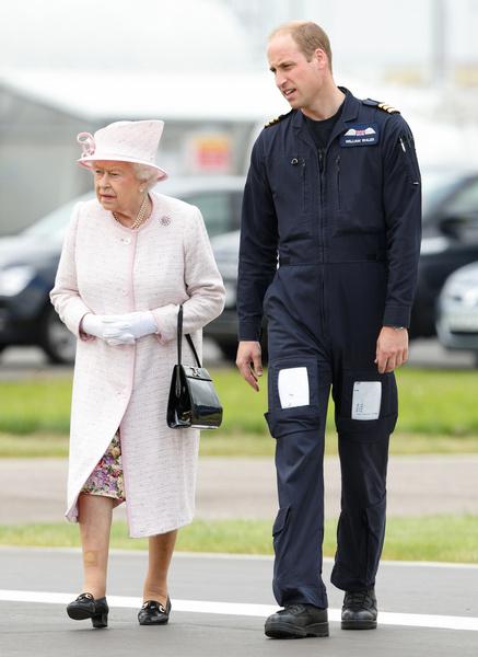Фото №4 - Кто будет стоять рядом с Елизаветой II на публичных мероприятиях вместо принца Филиппа