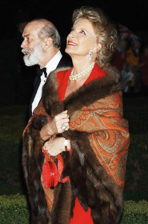 Фото №11 - От Королевы до герцогини Кейт: как королевские особы носят мех