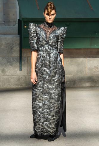 Фото №5 - Новогодний образ: топ-15 платьев цвета металлик для главного вечера года