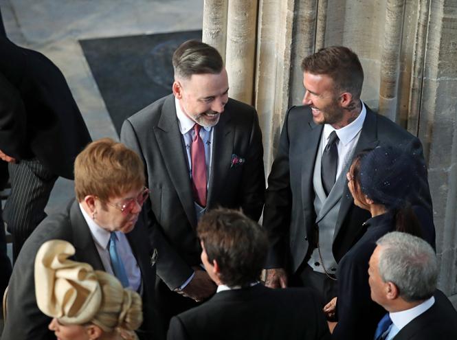 Фото №3 - Виктория Бекхэм объяснила выбор платья к свадьбе Меган и Гарри (не прошло и полгода)