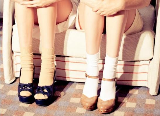 Фото №1 - Модный тренд: как правильно носить туфли с носками?