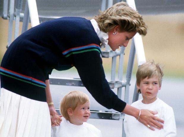 Фото №2 - 6 принцесс и королев, которые нарушали протокол ради своих детей