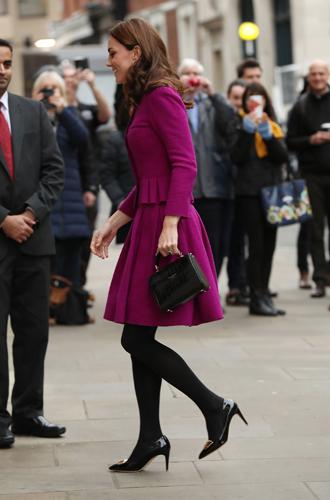 Фото №7 - Вслед за Меган: герцогиня Кембриджская выбирает королевский фиолетовый для нового визита