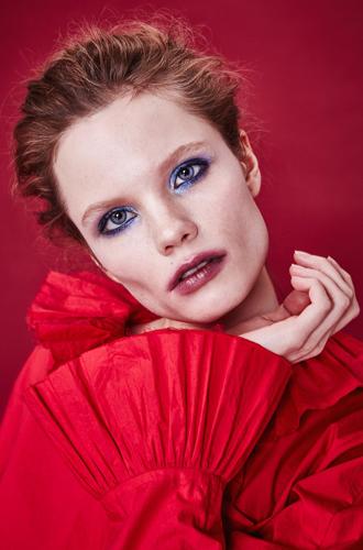 Фото №8 - Она вернулась: сине-голубая гамма в макияже глаз