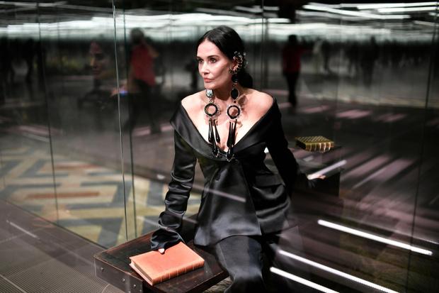 Фото №3 - «Не судите»: Деми Мур впервые высказалась о своем выходе на подиум с новым, странным лицом