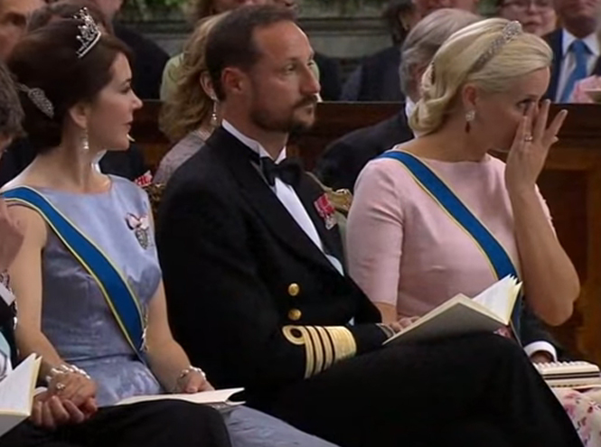 Фото №16 - Самые трогательные моменты королевских свадеб (о Гарри и Меган мы тоже не забыли)