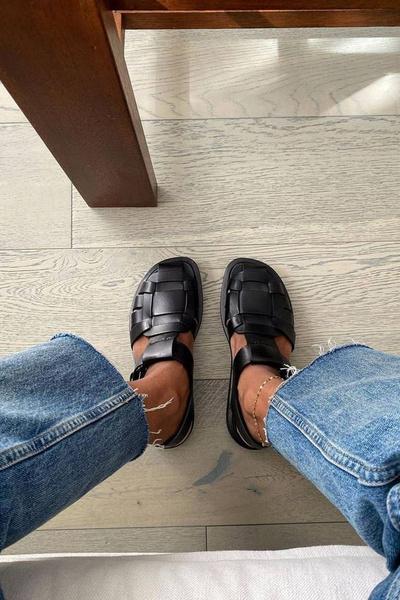 Фото №2 - Рыбацкие сандалии— новый тренд лета 2021