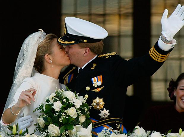 Фото №69 - Самые трогательные моменты королевских свадеб (о Гарри и Меган мы тоже не забыли)