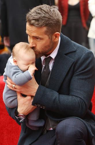 Фото №20 - 25 по-настоящему милых фото самых знаменитых отцов в мире