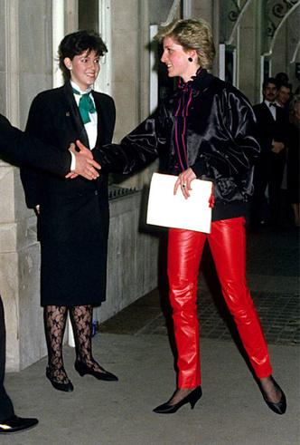Фото №2 - Бунтарки: как королевские особы носят кожаные вещи