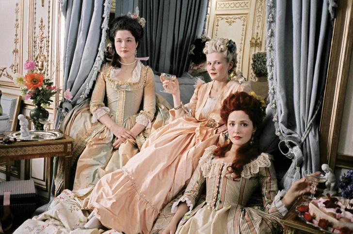 Фото №38 - Французский шик: как одеться в стиле современной Марии-Антуанетты