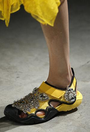 Фото №6 - Красота не главное: как и почему кроксы стали самой модной обувью
