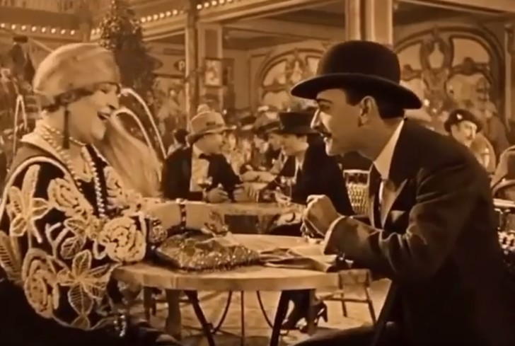 Фото №1 - Невероятно снятая для своего времени сцена из фильма 1927 года очаровала Интернет (видео)