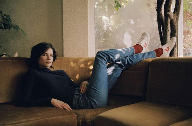 Фото №4 - Звездные кроссовки: почему селебрити так любят бренд Veja