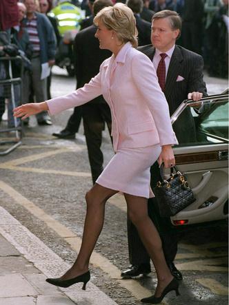 Фото №21 - От персикового до фуксии: как принцесса Диана носила розовый цвет (и почему он ей так шел)