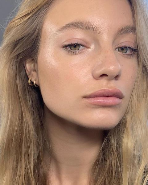 Фото №6 - Почему шелушится кожа и как ей помочь