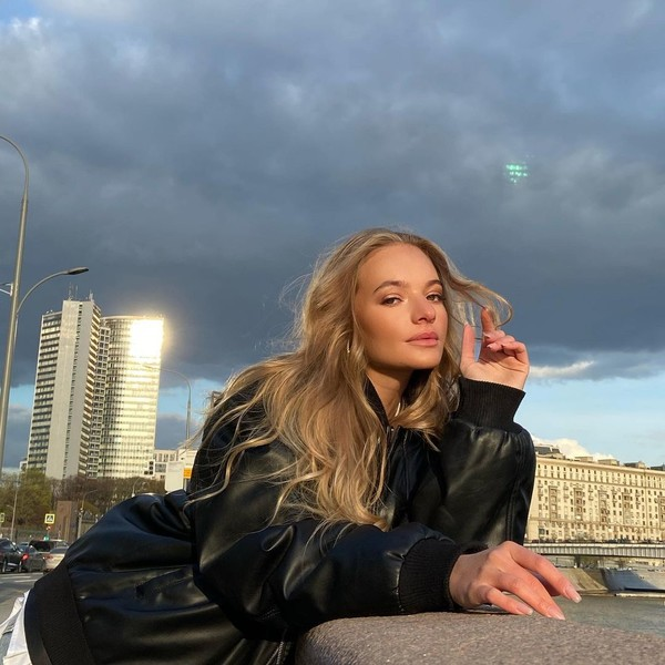Фото №1 - «Какие щечки!» Дочь Дмитрия Пескова умилила поклонников детским фото