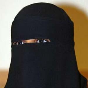 Фото №1 - Английский дантист отказался лечить одетую не по шариату женщину