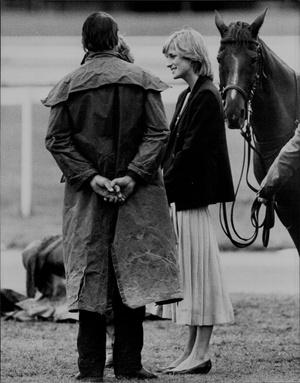 Фото №16 - Королевский кэжуал: как Диана носила объемные пиджаки