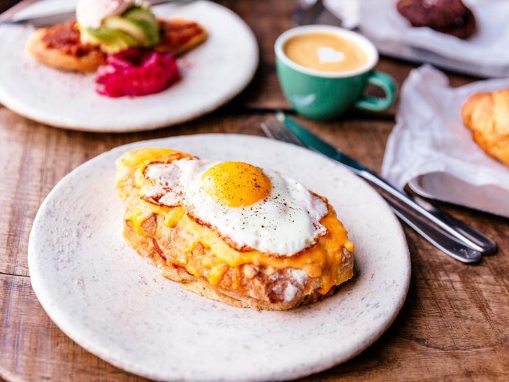 Фото №2 - Тосты на завтрак: 7 восхитительных и быстрых рецептов для всей семьи