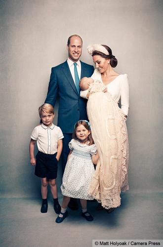 Фото №9 - Почему Королевы нет на официальных фото с крестин принца Луи