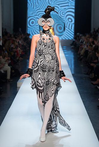 Фото №10 - Обыкновенная фантастика: Jean Paul Gaultier Couture SS18