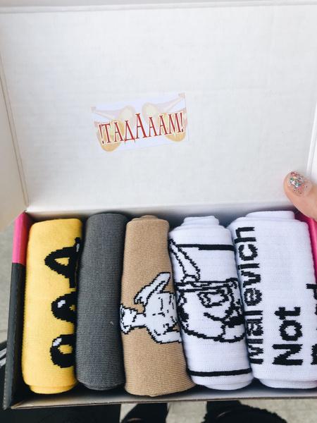 Фото №1 - Что купить: ищем модные носки, чтобы скрасить холодное лето