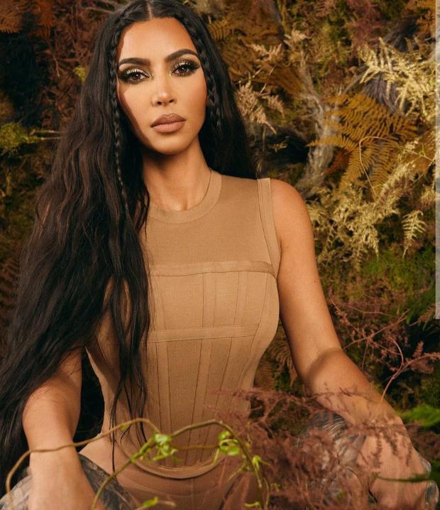Фото №4 - Летний бьюти-призыв: Ким Кардашьян выпустила коллекцию макияжа, вдохновленную камуфляжем