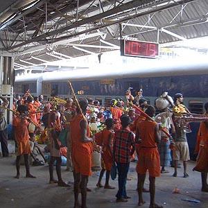 Фото №1 - Около 20 паломников погибло при столкновении с поездом в Индии