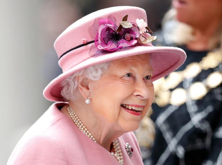 Фото №1 - Королева проведала герцогиню Меган перед рождением первенца