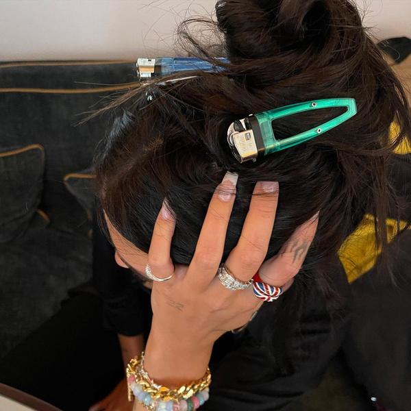 Фото №2 - Как накрасить ногти на учебу: Дуа Липа показала модный французский маникюр