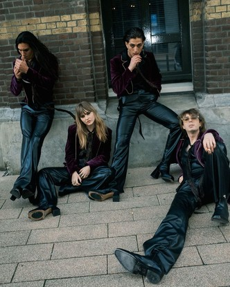 Фото №5 - Самая модная группа нашего времени: разбираем яркий и безумный стиль Maneskin