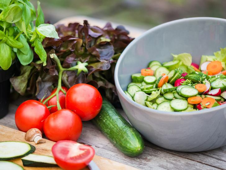 Фото №1 - Домашний огород: 5 овощей, которые вы можете вырастить на подоконнике